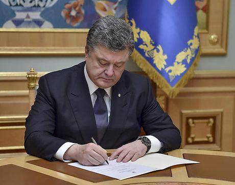 Ukraine gia han lenh trung phat Nga - Anh 1