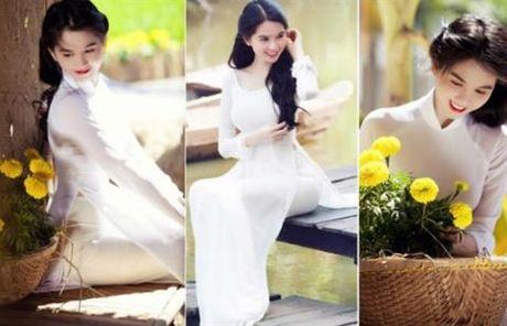 Pham Huong mac ao dai trang thua xa Ngoc Trinh - Anh 7
