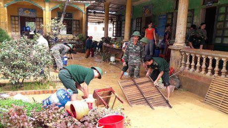 Huong Khe: Gan 10 ngan hoc sinh chua the den truong - Anh 2