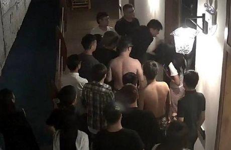 'Yeu' qua on ao, thanh nien bi danh hoi dong - Anh 3