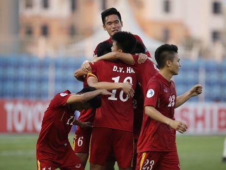 HLV Hoang Anh Tuan noi gi ve the do va qua penalty tranh cai? - Anh 1