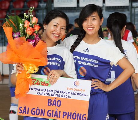 Giai Futsal nu Bao chi TPHCM mo rong – Cup Ton Dong A 2016: Ngay hoi bong da cua cac nha bao nu - Anh 1