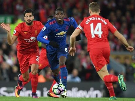 Ngay ca Mourinho cung khong the benh vuc Pogba - Anh 1