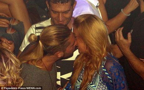 Lindsay Lohan bi bat gap khoa moi ban trai tin don - Anh 3