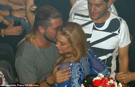 Lindsay Lohan bi bat gap khoa moi ban trai tin don - Anh 6