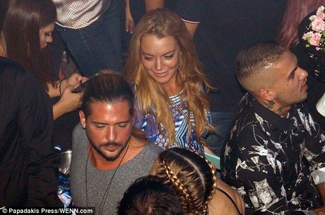 Lindsay Lohan bi bat gap khoa moi ban trai tin don - Anh 7