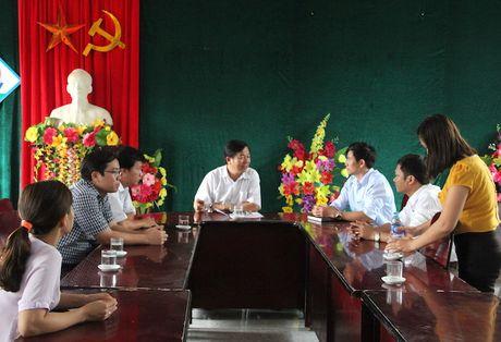 Quang Binh: Lanh dao So GD&DT tham va chia se cung cac truong bi ngap lut - Anh 2