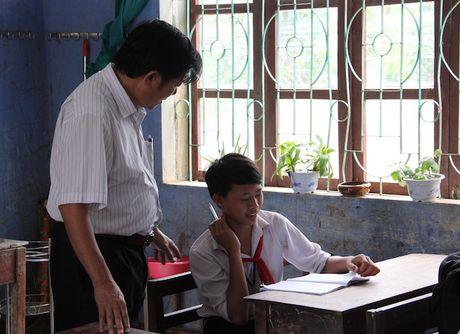Quang Binh: Lanh dao So GD&DT tham va chia se cung cac truong bi ngap lut - Anh 3