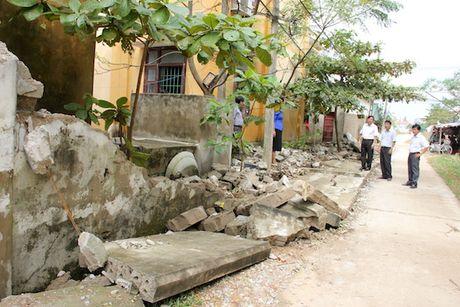 Quang Binh: Lanh dao So GD&DT tham va chia se cung cac truong bi ngap lut - Anh 5