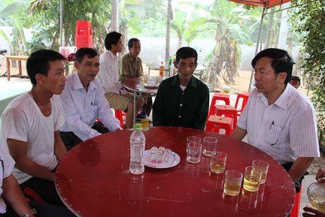 Quang Binh: Lanh dao So GD&DT tham va chia se cung cac truong bi ngap lut - Anh 9