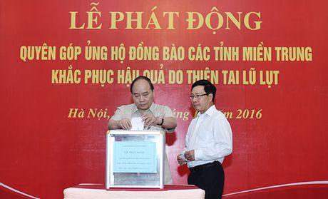 Thu tuong Chinh phu quyen gop ung ho dong bao mien Trung - Anh 1