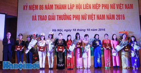 16 tap the, ca nhan nhan Giai thuong Phu nu Viet Nam nam 2016 - Anh 1