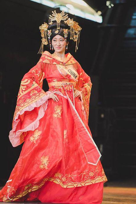 Hoa hau Trung Quoc bi che nhu 'Thanh Long mac vay' - Anh 2