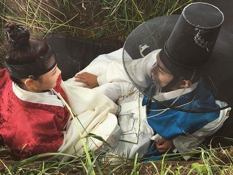 Sao Han 18/10: Yoo Jung gac chan len dui Bo Gum, IU tinh cam voi Jun Ki - Anh 9
