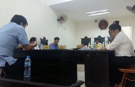 Tam dung phien toa ong Hoang Xuan Que kien cuu Bo truong Bo Giao duc va Dao tao - Anh 1