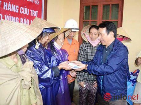 Hang khong Viet Nam nhan van chuyen hang cuu tro mien phi cho mien Trung - Anh 1
