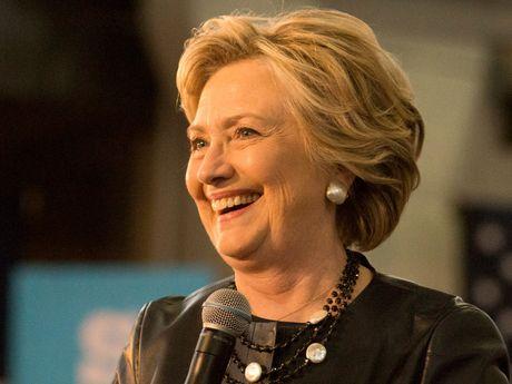 Ba Clinton dat muc ung ho 'cao nhat xua nay' truoc buoi tranh luan cuoi - Anh 1