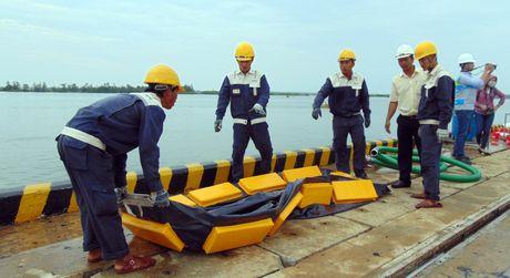 Hon 300 nguoi tham gia tong dien tap xu ly su co tran dau tren bien tai Quang Nam - Anh 2