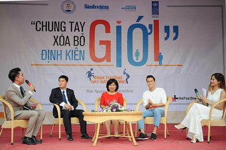 Gan 3.000 SV Thai Nguyen huong ung xoa bo dinh kien gioi - Anh 2