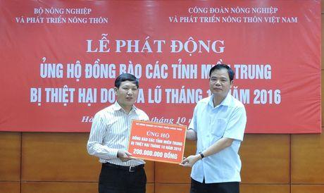 Bo truong Nong nghiep phat dong ung ho dong bao mien Trung - Anh 1