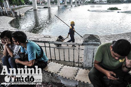 Nu cong nhan thoat nuoc Ha Noi hoi ha cong viec phong chong bao so 7 - Anh 8