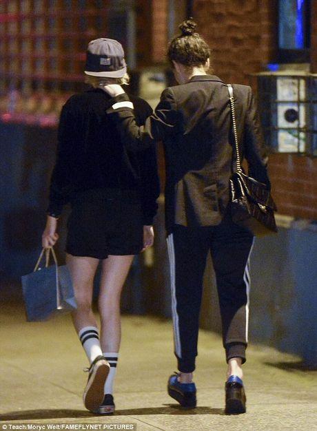 Kristen Stewart tinh tu voi ban gai cu cua Cara Delevingne - Anh 6
