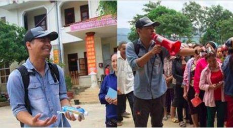 MC Phan Anh da toi Quang Binh, trao 1.000 phan qua cho ba con vung lu - Anh 1