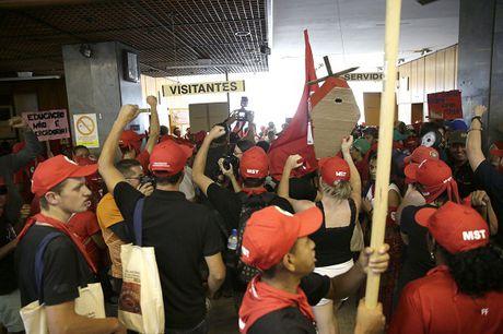 Brazil: Bieu tinh phan doi ke hoach chi tieu cua chinh phu - Anh 1