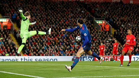 M.U chu dong phong ngu, cam hoa Liverpool tren san Anfield - Anh 5