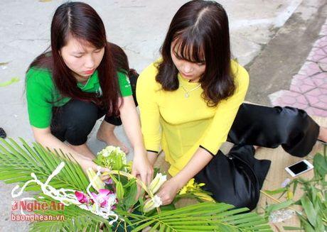 Sinh vien Dai hoc Vinh buon hoa, ung ho dong bao bi lu lut - Anh 5