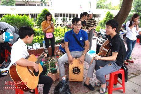 Sinh vien Dai hoc Vinh buon hoa, ung ho dong bao bi lu lut - Anh 7