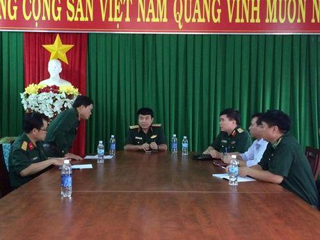 Thuong tuong Vo Van Tuan - Pho Tong Tham muu truong QDNDVN chi dao tim kiem may bay roi - Anh 1