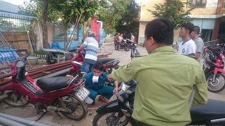 Da Nang: Di cau ca bi bat xe, dan keo len phuong phan doi - Anh 1