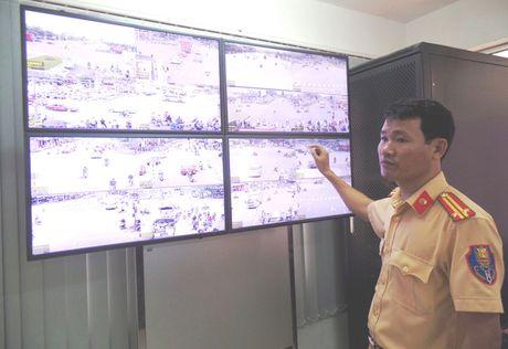 Phuong tien vi pham khong the ne duoc 'mat than' - Anh 1
