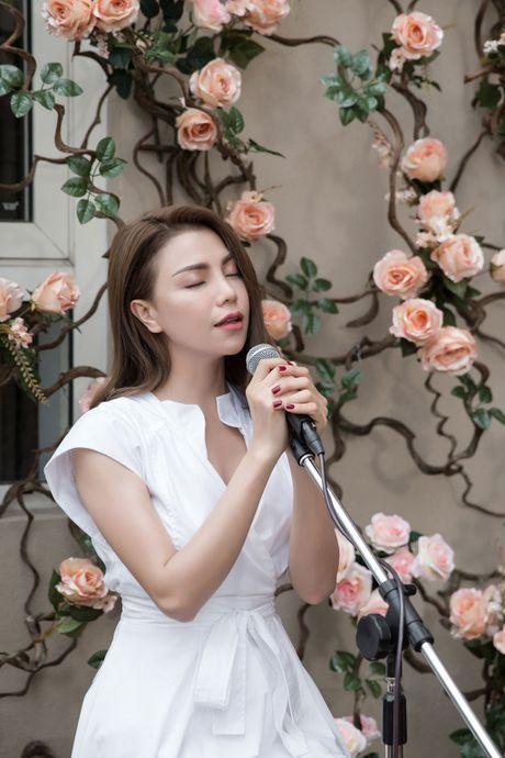 Tra Ngoc Hang ra MV chi... 10 trieu dong quay tren ban cong nha - Anh 3