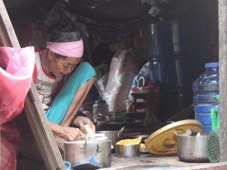 Nguoi dan o ron lu Tan Hoa kho khan sau lu lon - Anh 1