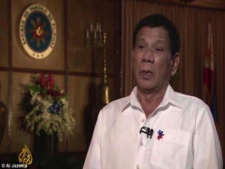 Tong thong Duterte tung bi xam hai tinh duc - Anh 1