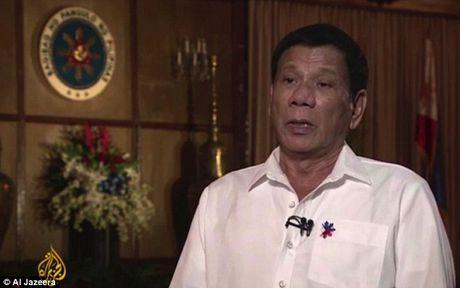 Tong thong Duterte tung bi xam hai tinh duc - Anh 2