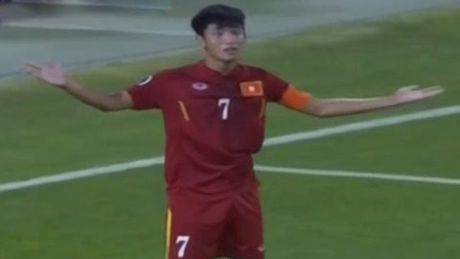 Binh luan U-19 Viet Nam: Khi nguoi ta tre nguoi, non da - Anh 2