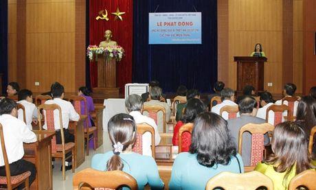 Quang Nam phat dong ung ho dong bao mien Trung - Anh 2