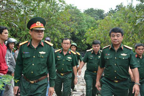 Nghi may bay truc thang roi canh ngoi chua o huyen Tan Thanh - Anh 2