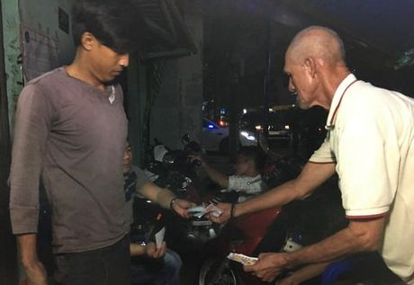 Chuyen tinh ky la cua vo Viet, chong Tay ban ve so - Anh 2