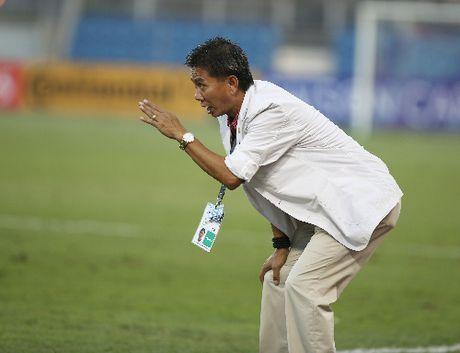 HLV Hoang Anh Tuan: 'Trong tai xu ep U19 Viet Nam' - Anh 1