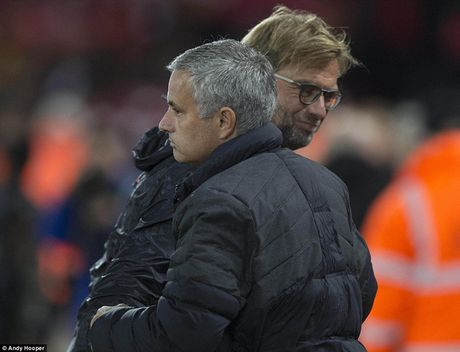 MU chia diem voi Liverpool tai Anfield - Anh 1