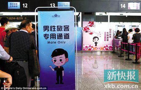 Trung Quoc mo lan kiem tra an ninh rieng cho dan ong - Anh 1