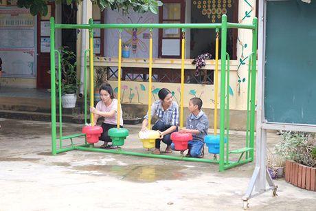 Hoa hau Ngoc Han vuot lu den trao qua cho nguoi dan Ha Tinh - Anh 15