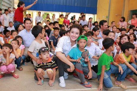 Huyen My: 'Khong ngai tieng lam mau khi ung ho mien Trung' - Anh 2