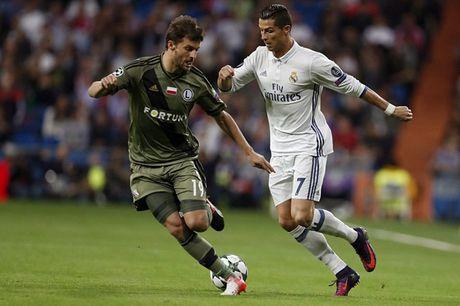 Ronaldo vo duyen, Real van 'diet gon' Legia tren san nha - Anh 1