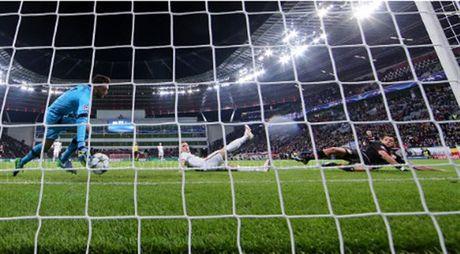 Lloris phan xa nhu 'thanh', Tottenham thoat chet truoc Leverkusen - Anh 1