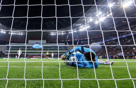Lloris phan xa nhu 'thanh', Tottenham thoat chet truoc Leverkusen - Anh 3
